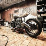ガレージ内のバイクアイキャッチ
