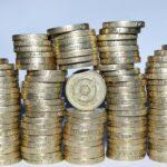 コインが積み上げられている画像アイキャッチ
